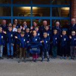 Die Kinderfeuerwehr mit ihren Unterstützern und ihren neuen Softshelljacke beim Jubiläum